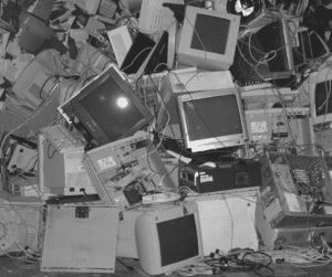 image représentant une décharge d'appareils électroniques